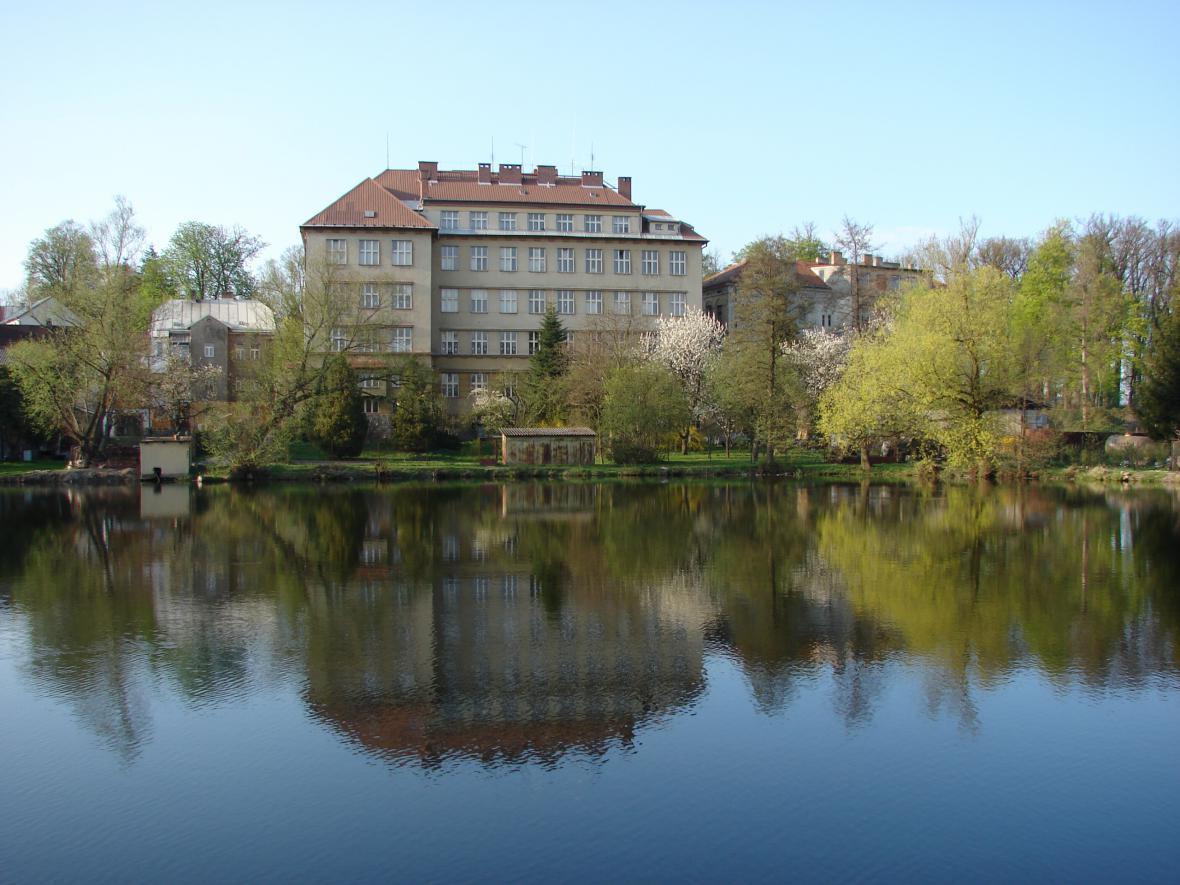 Budova ZŠ Poběžovice