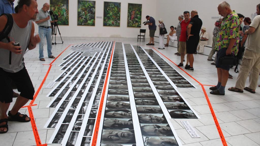Instalace výstavy v galerii Nová síni