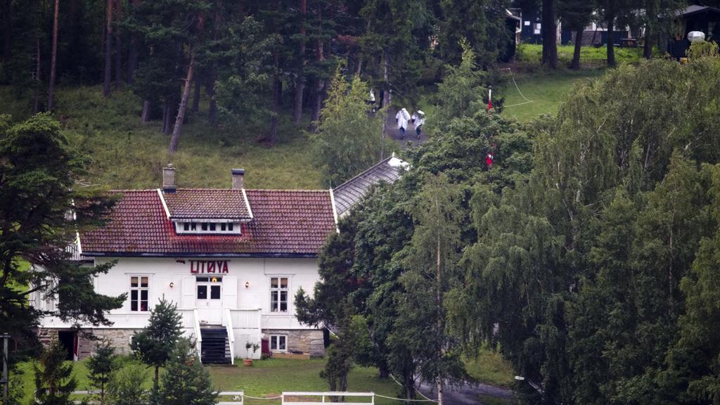 Pozůstalí Breivikových obětí na ostrově Utöya