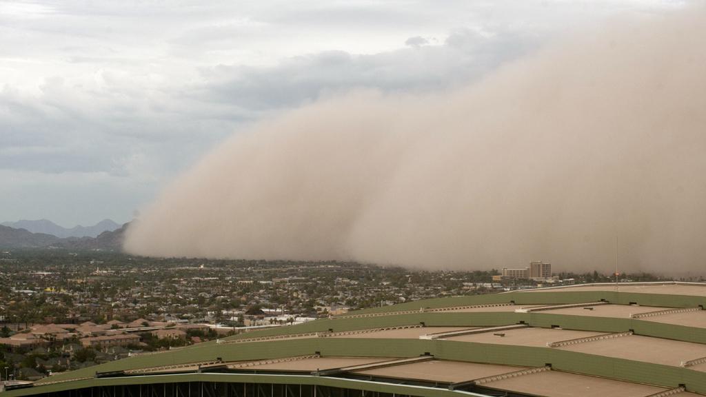 Americký Phoenix zaskočila písečná bouře