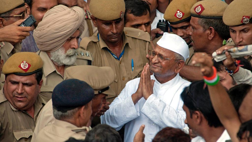 Anna Hazare zdraví své příznivce