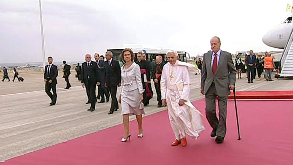 Papež Benedikt XVI. po příletu do Madridu