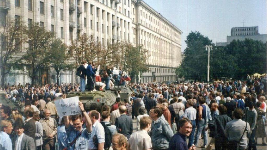 Ulice Moskvy při srpnovém puči 1991