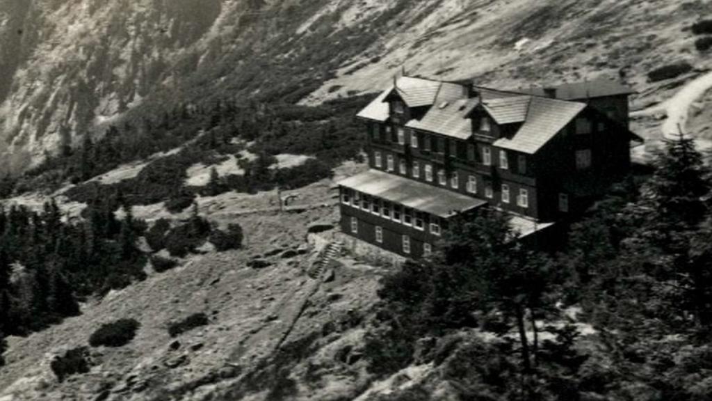 Původní Labská bouda, než vyhořela