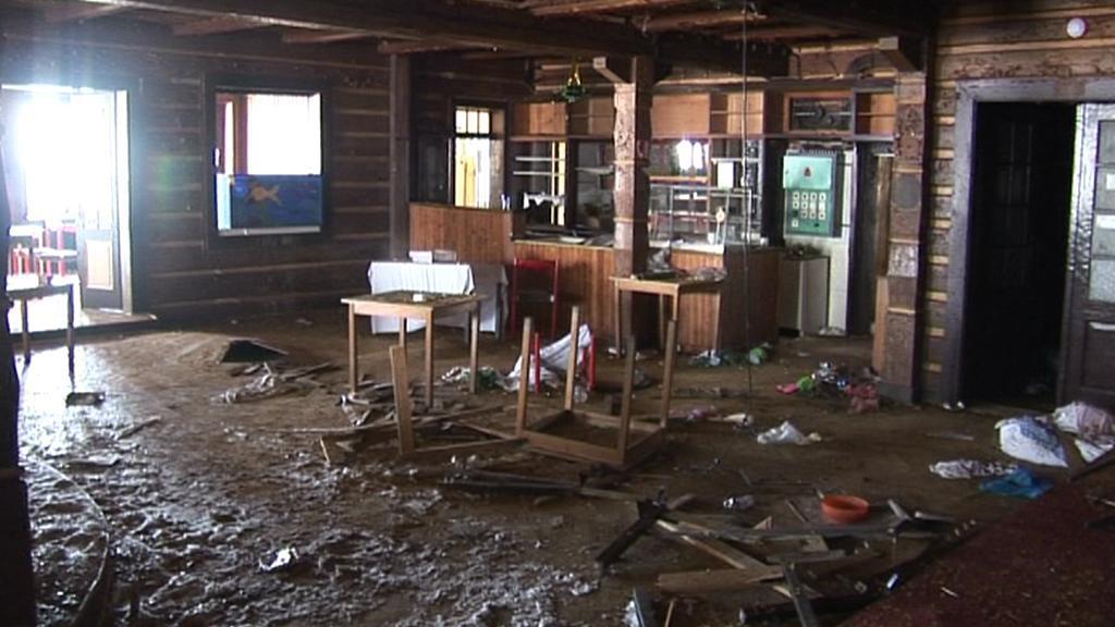Zničený interiér Petrovy boudy