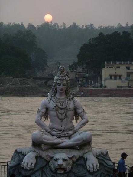 Západ u řeky Gangy