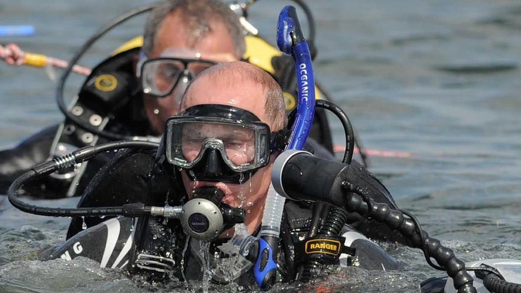 Vladimir Putin se potápí pro archeologické poklady