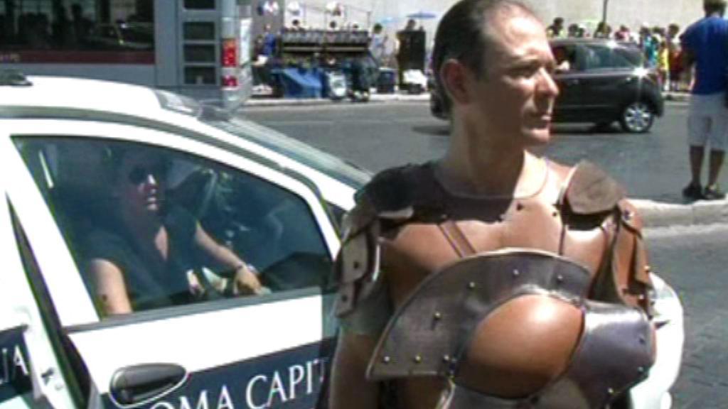 Římští policisté pozatýkali gang falešných gladiátorů