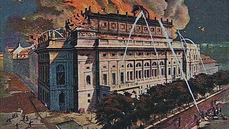 Národní divadlo v plamenech