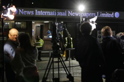 Média před sídlem vydavatele News of the World