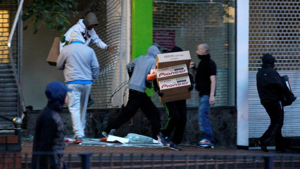 Nepokoje v britských ulicích