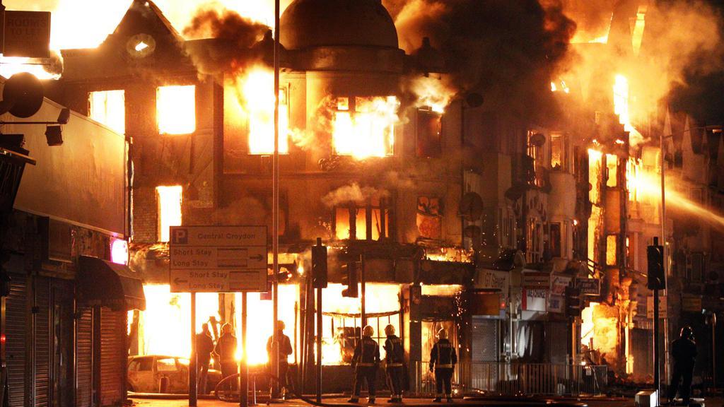 Během noci zažil Londýn nejvíc požárů od 2. světové války