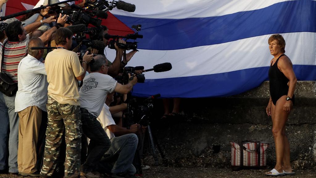 Diana Nyadová hovoří s novináři krátce před začátkem své plavby