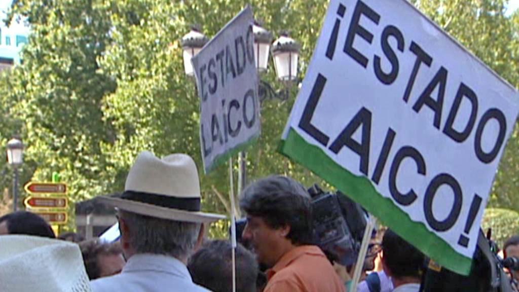 Demonstranti na náměstí Puerta del Sol