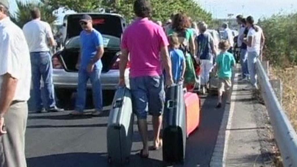 Kvůli stávce řeckých taxikářů museli turisté na letiště po svých