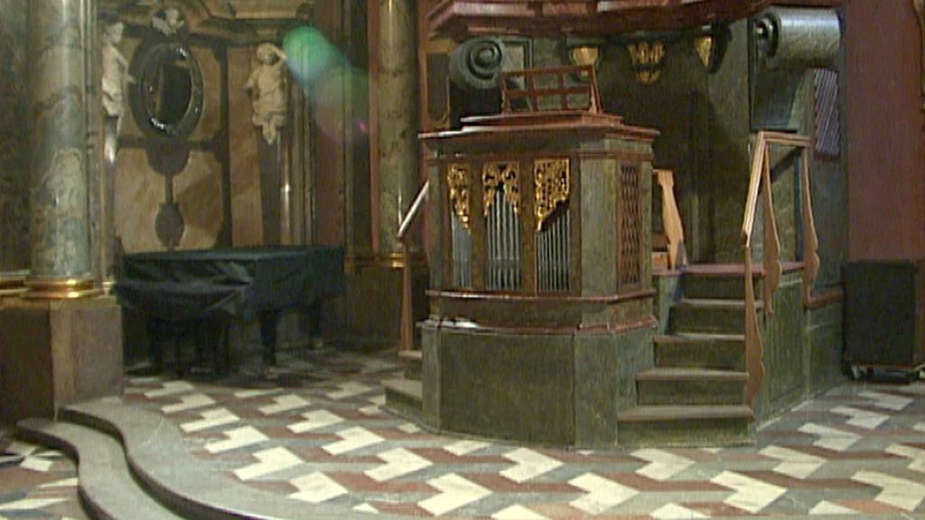 Zrcadlová kaple Klementina / novodobější varhany