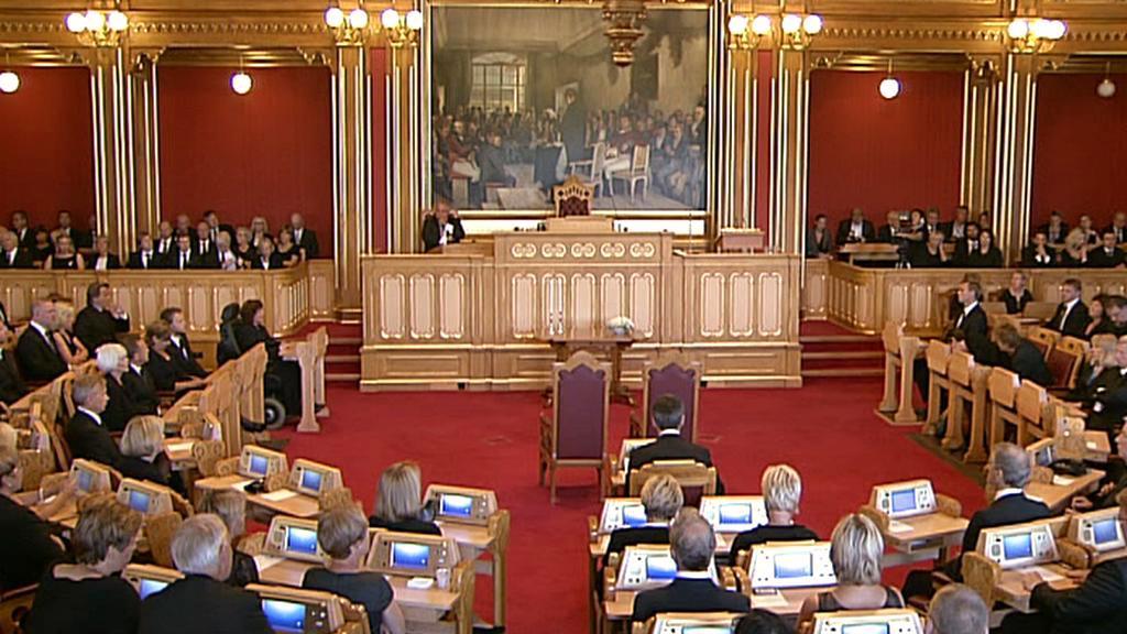 Norský parlament uctil památku obětí masakru z 22. července