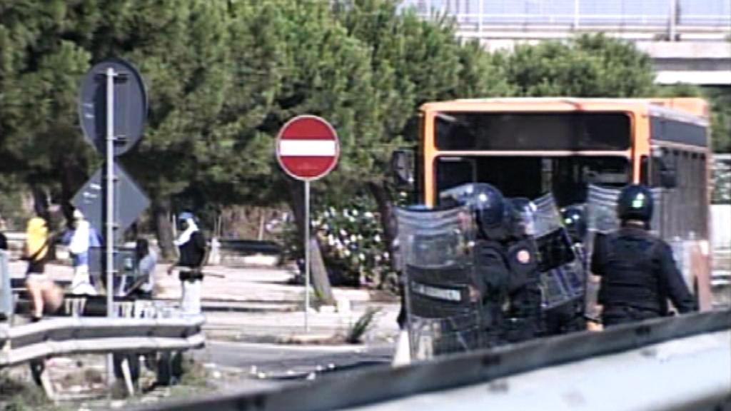 Střety mezi policií a imigranty v italském Bari