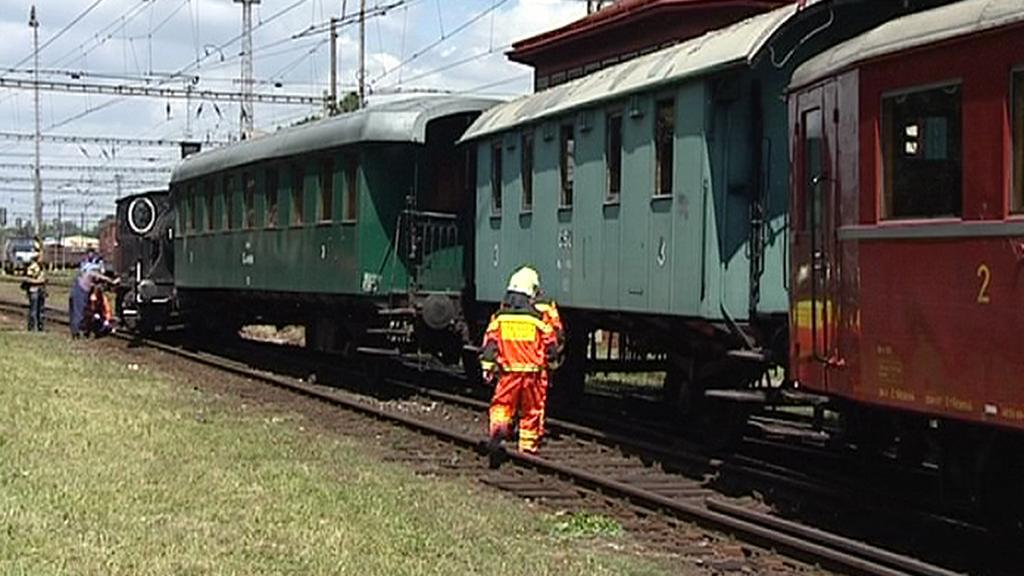 Vykolejený historický vlak
