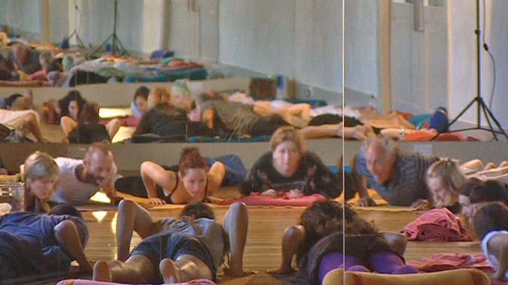 Účastníci kursu jógy pro ofidiofobiky