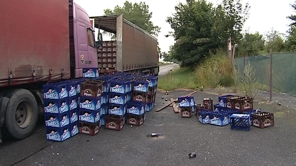 Nehoda kamionu s pivem