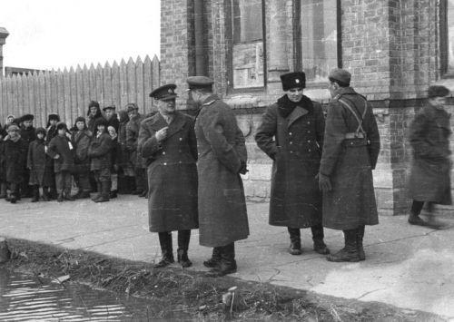 Generál Heliodor Píka v Buzuluku se štábem