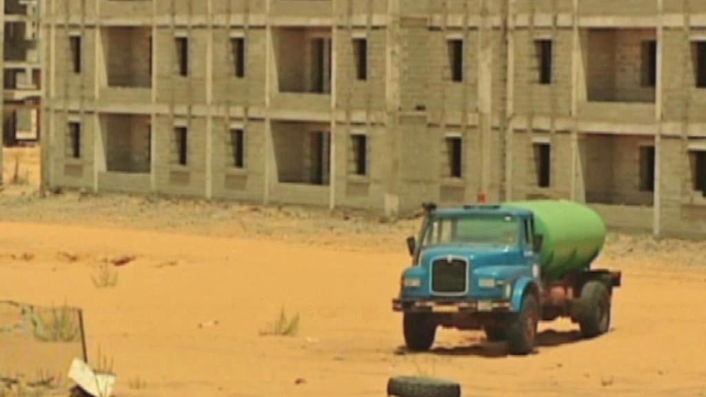 Rozestavěné domy v Libyi