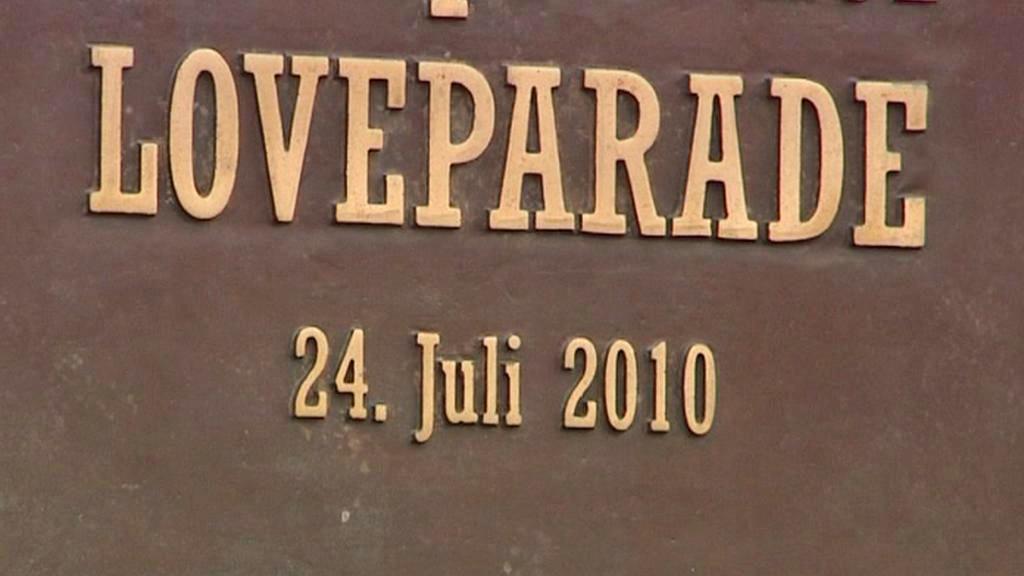 Pamětní deska tragédie na Loveparade v Duisburgu