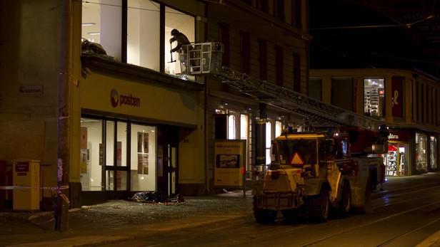 Úklid následků bombového útoku v Oslu