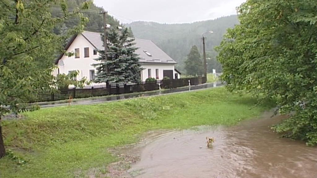 Rozvodněná Morava v Hanušovicích u Raškova