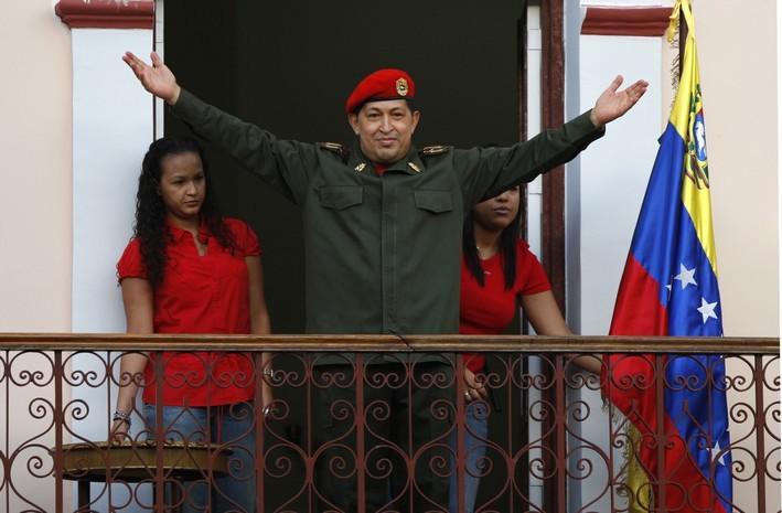 Hugo Chávez zdraví příznivce po návratu z Kuby