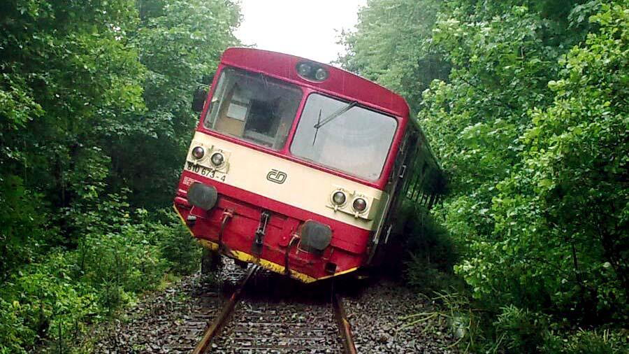 Vykolejený vlak u Hodkovic