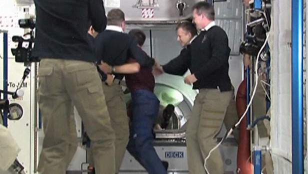 Astronauti z Atlantisu naposledy opouštějí ISS