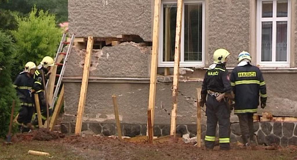 Poškozený dům ve Zbůchu