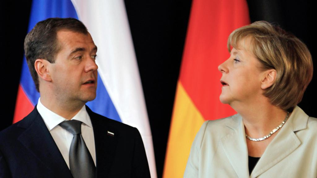 Dmitrij Medvěděv a Angela Merkelová