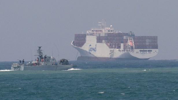 Izraelské námořnictvo střeží nákladní loď plující ke Gaze