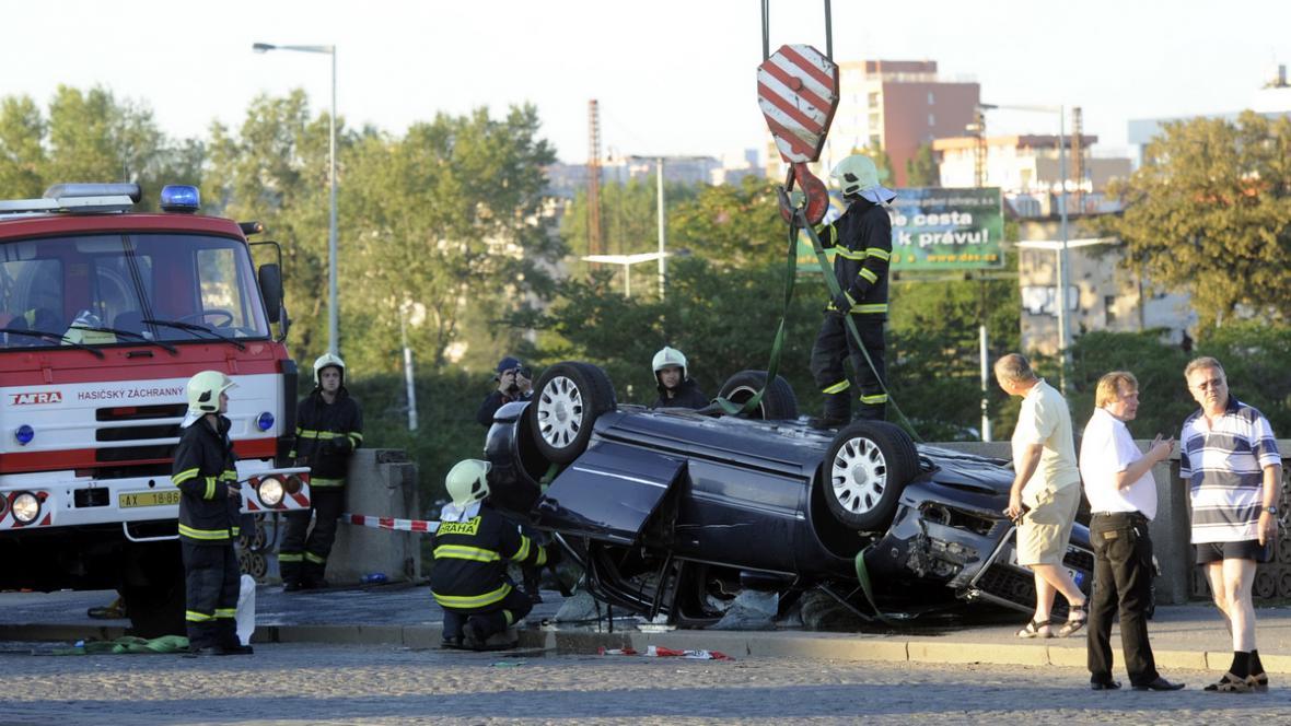 Nehoda na Hlávkově mostě