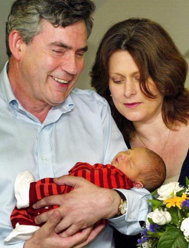Gordon Brown s manželkou a synem Fraserem