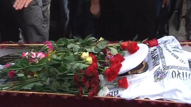 Pohřeb obětí nehody parníku na Volze
