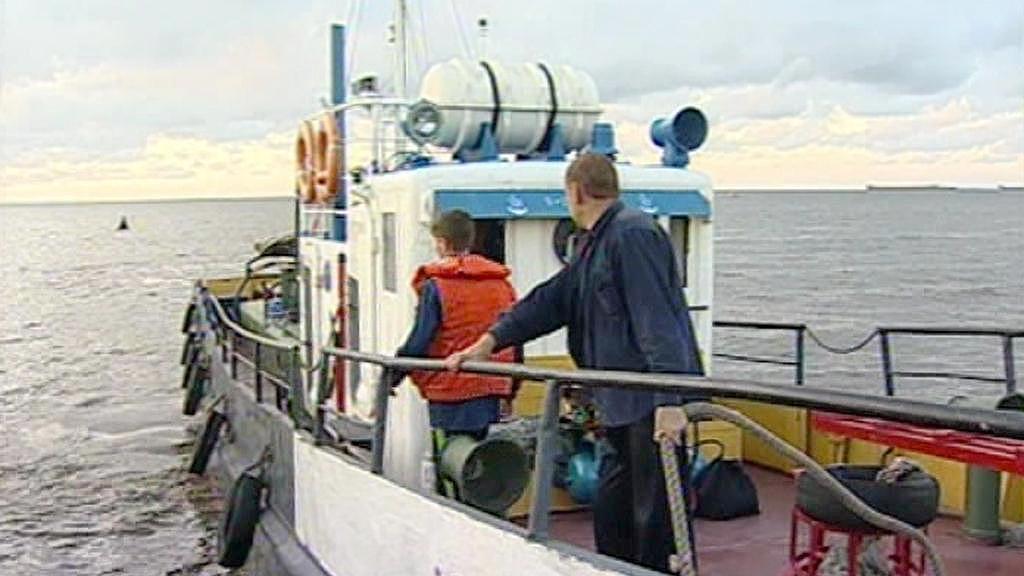 Záchranáři pátrají v oblasti, kde se potopil parník Bulgaria.