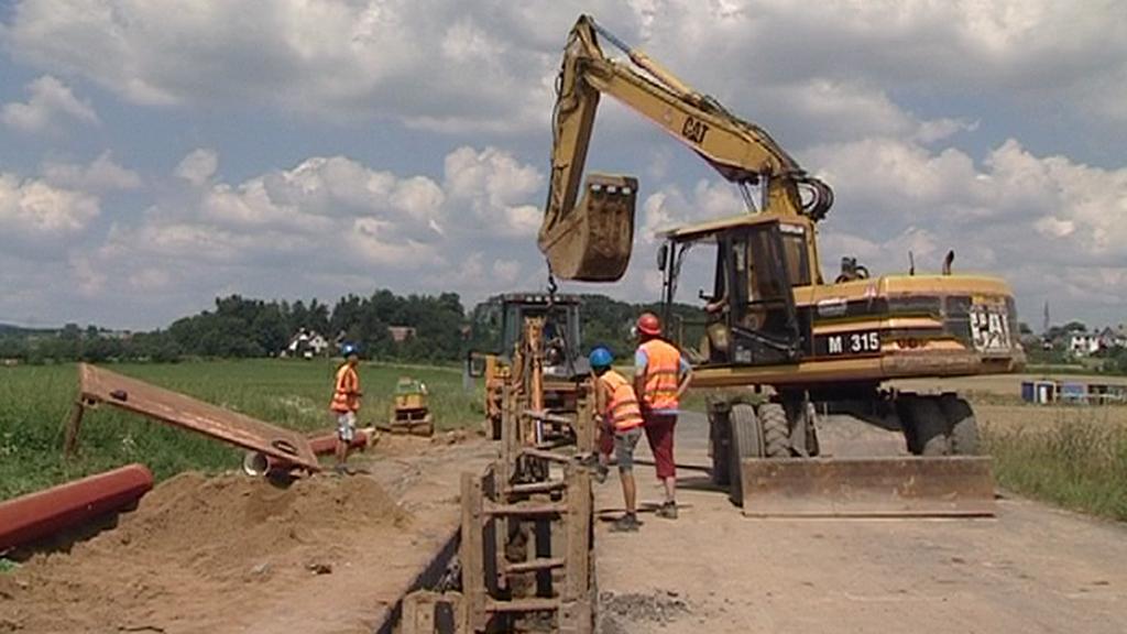 Stavba kanalizace v Přepeřích