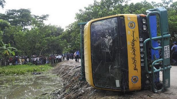 Nehoda autobusu v Bangladéši