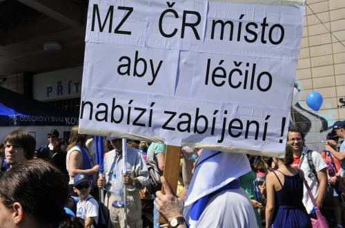 Transparenty na odborové demonstraci