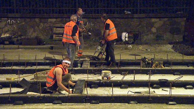 Noční práce na Podolském nábřeží