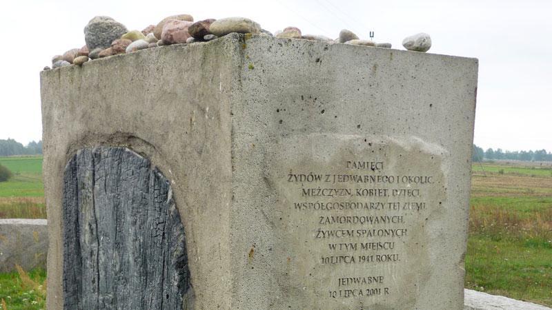 Pomník na paměť obětem masakru
