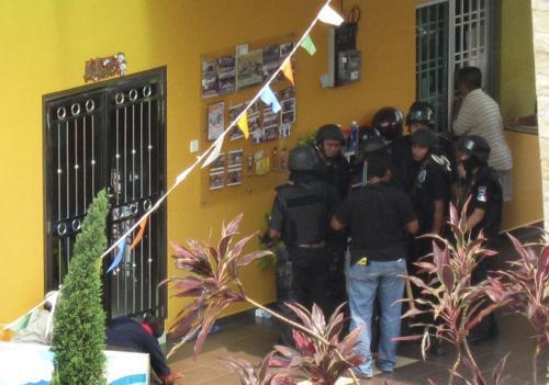 Muž držel v malajské školce 30 dětí jako rukojmí