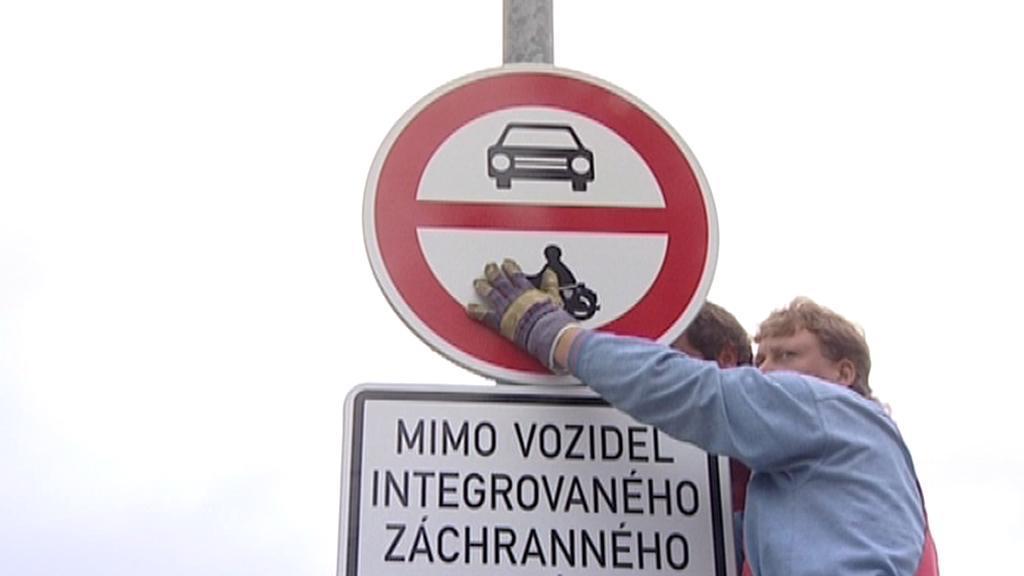 Umístění značek u mostu