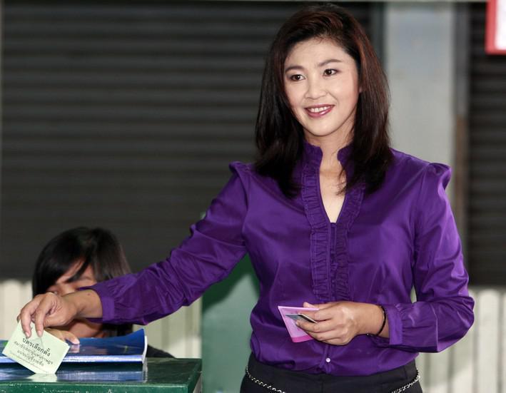 Jinglak Šinavatrová u volební urny
