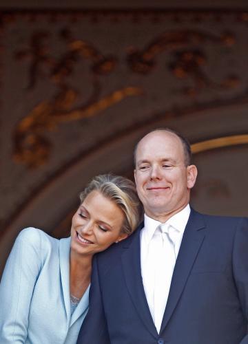 Albert II. a Charlene pozdravili z balkonu paláce nadšené poddané