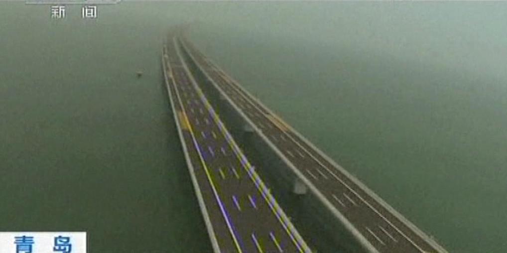 Nejdelší most nad vodou postavili v Číně